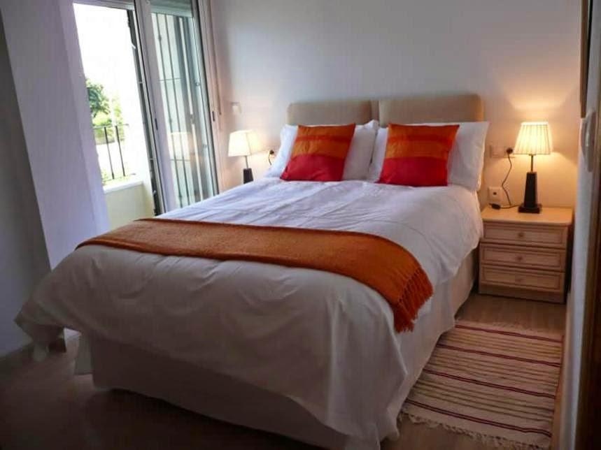 Simple Way To Arrange The Interior Small Bedroom
