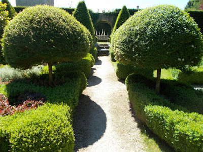 Straight lines and focal points A Garden Design Masterclass at Abbey House Gardens