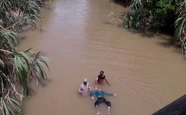 Mbah Somad Ditemukan Tewas Setelah Tereset Banjir Wayharu