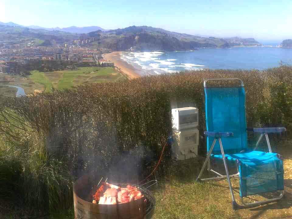 Foto de la Barbacoa y vistas Gran Camping Zarautz | caravaneros.com