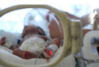 مواطنة برتغالية تضع طفلها بعد ثلاثة أشهر من اصابتها بموت دماغي.