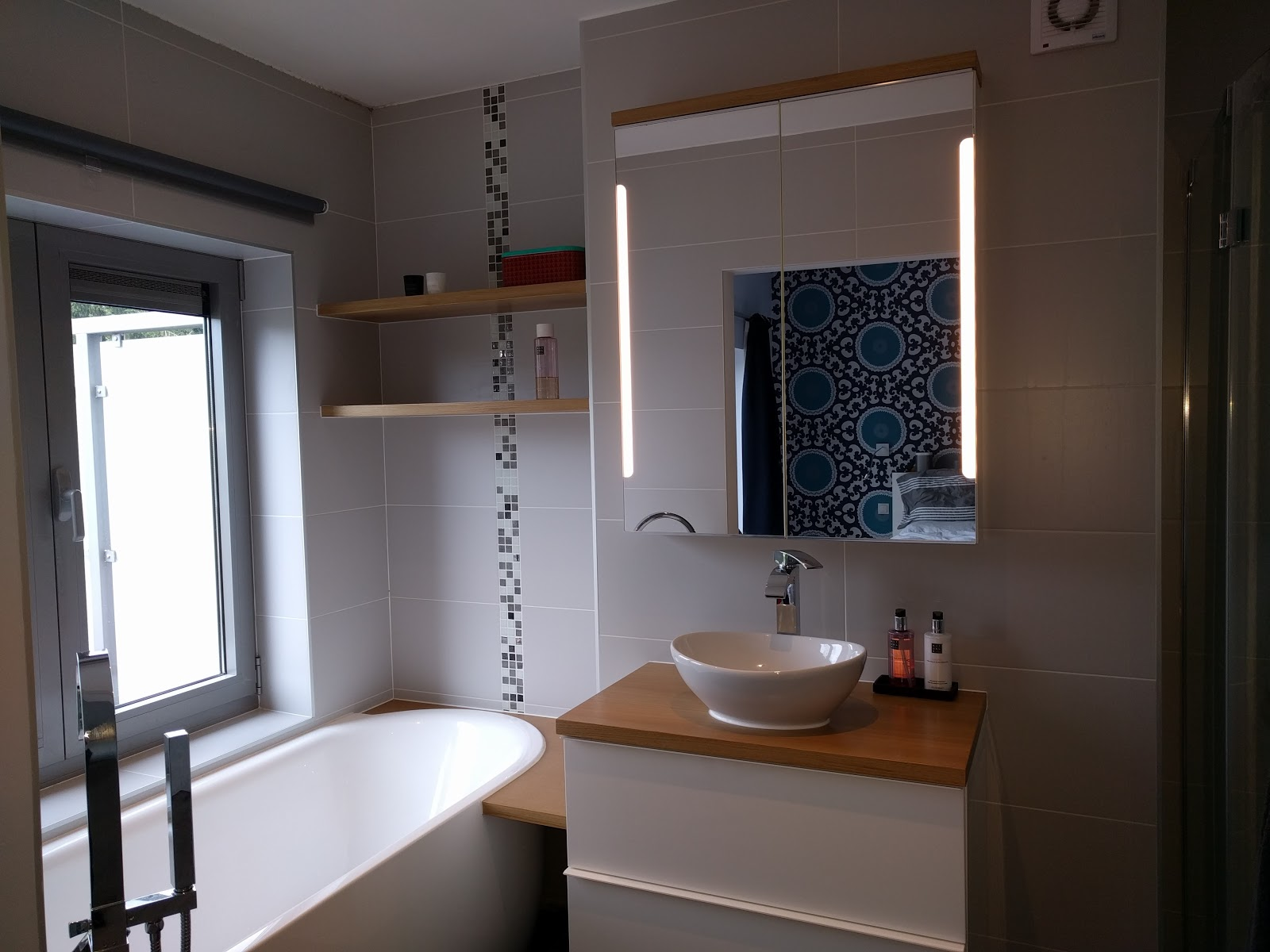Ons Huisje: Badkamer afgewerkt
