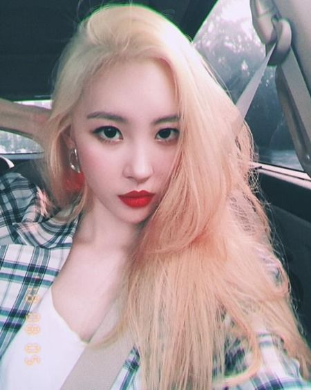Sunmi Changed Her Hair Color! | Daily K Pop News