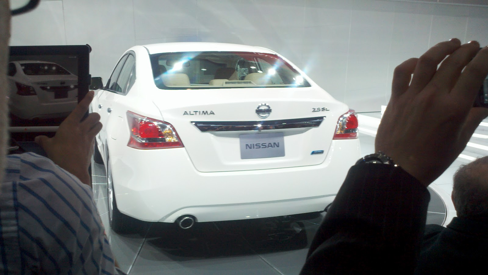 the green light 2012 new york auto show 2013 nissan altima. Black Bedroom Furniture Sets. Home Design Ideas
