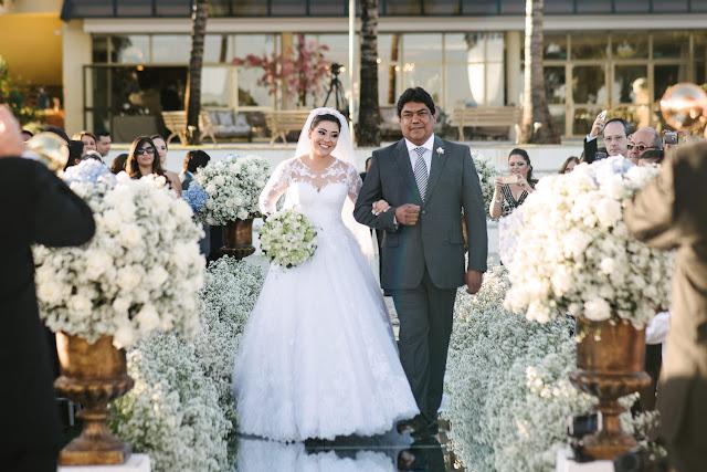 casamento real, porto vittoria, decoração, cerimônia, azul e branco, passarela de espelho, cerimônia a céu aberto, entrada da noiva
