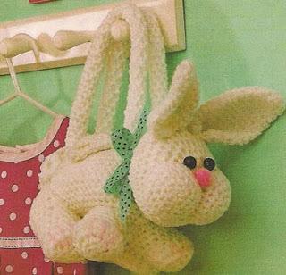http://patrones-asgaya.blogspot.com.es/2013/02/bolso-conejo-crochet.html