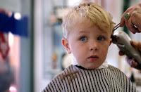 corte de cabelo para bebês cabelo loiro
