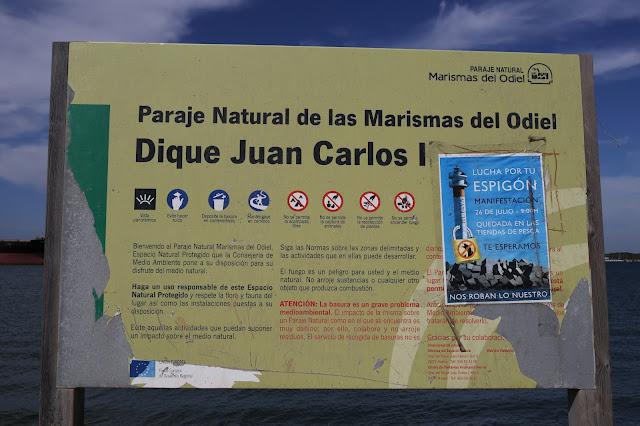 Cartel informativo del Dique Juan Carlos I