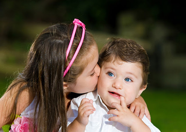 kids kissing Pics Images