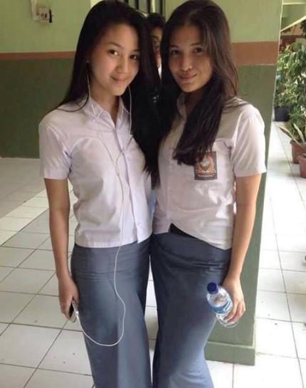Foto Hot Gadis SMK Pamer Toket Dan Paha Mulus Cantik