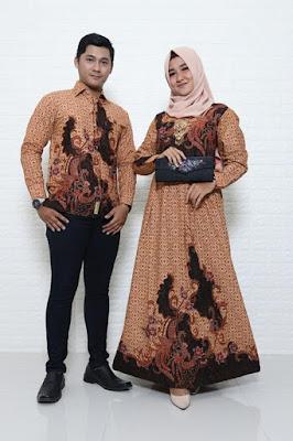 Baju batik muslim modern memang sedang menjadi tren saat ini