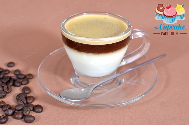 Panna Cottas de Chocolate Blanco y Expreso: muy sencillo y rápido de preparar, es un postre todo en contraste.