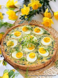 tarta z jajkami i szpinakie, quiche wielkanocny, tarta wytrawna, zapiekanka wielkanocna