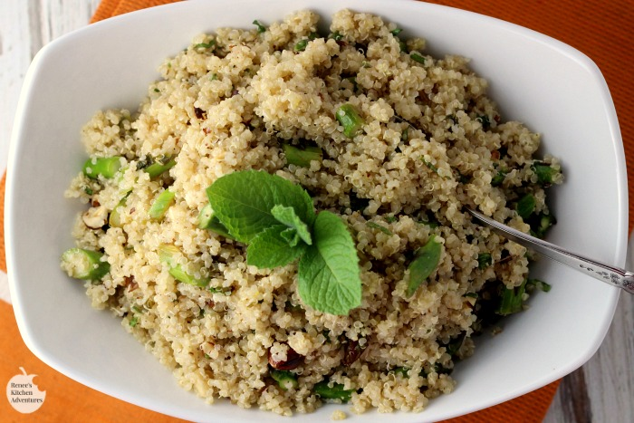 Lemon Vinaigrette Quinoa with Asparagus, Hazelnuts, and Mint | by Renee's Kitchen Adventures - easy vegetarian/vegan recipe everyone will love. Makes a great meatless main dish or a fabulous side dish for any meal.