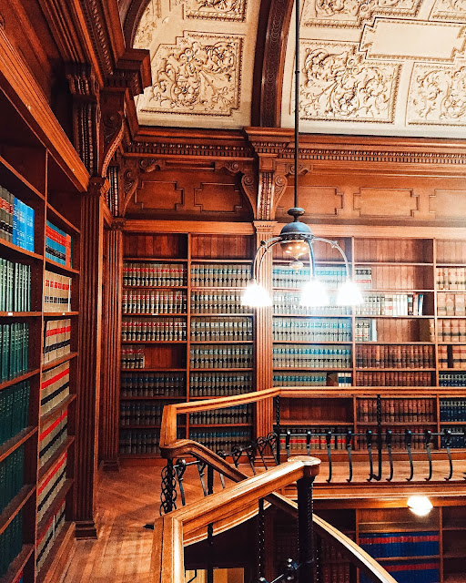 osgoode hall law downtown toronto library