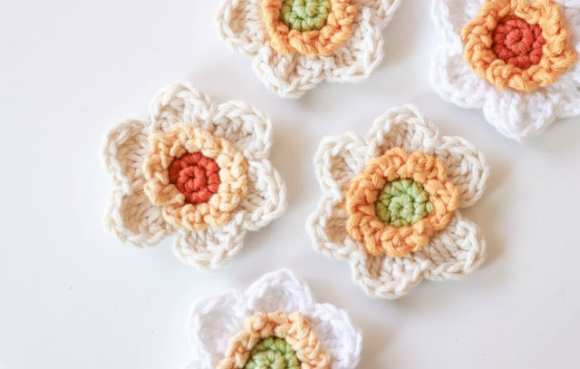 adorable crocheted flowers