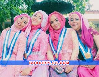 Model Kebaya Wisuda Warna Pink Cerah