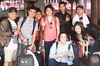 Magician Surya Ayre Sedang Bersama Alumni IMB 3 di Bandara sebelum berangkat.