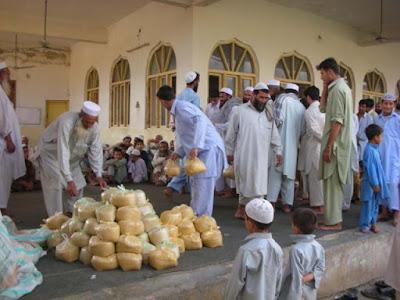 Do'a Zakat Fitrah, Hukum dan Tata Cara Mendo'akan Muzakki (Orang Yang Membayar Zakat)
