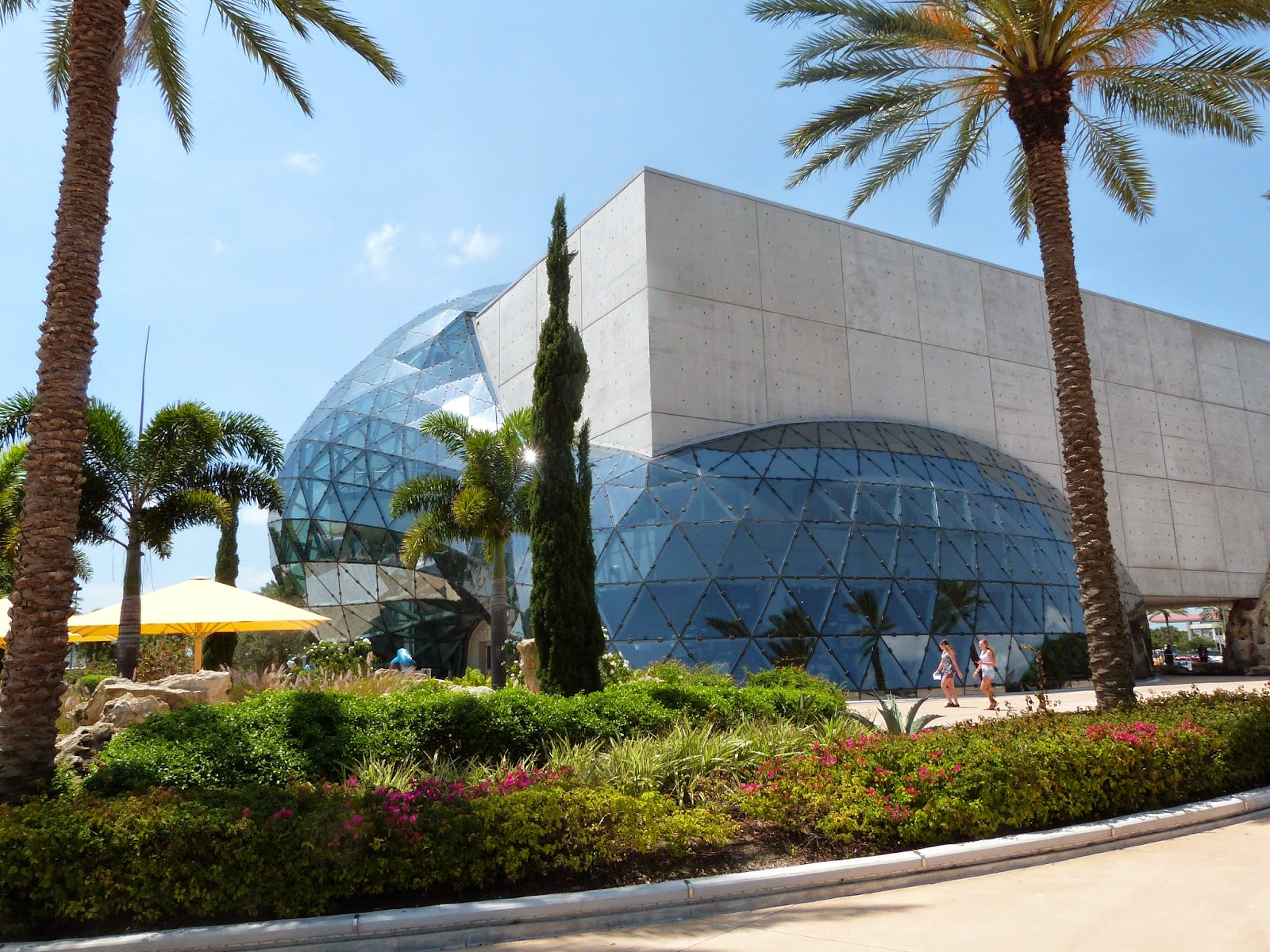 Dali, Warhol, and Chihuly: A Trifecta of Arty Awesomeness in St. Petersburg, Florida | CosmosMariners.com