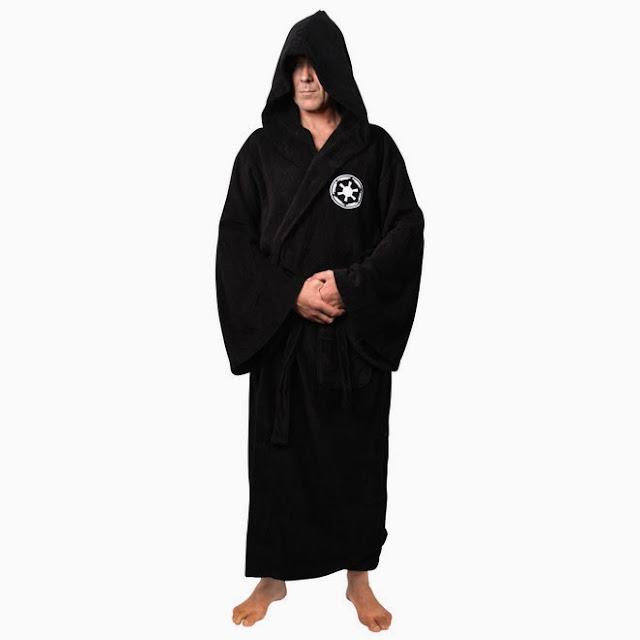 2962d33e Darth Vader-morgenkåpe. Tenk deg din bedre halvdel sprade rundt i en sånn  en.