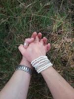 Verbinding, elkaar vinden, handen vasthouden, tweelingziel