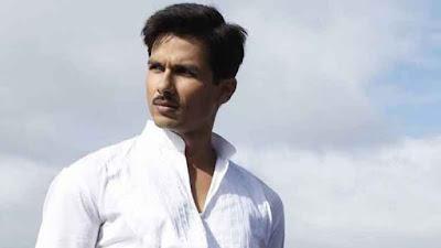 श्रीनारायण सिंह की फिल्म करने जा रहे हैं शाहिद कपूर