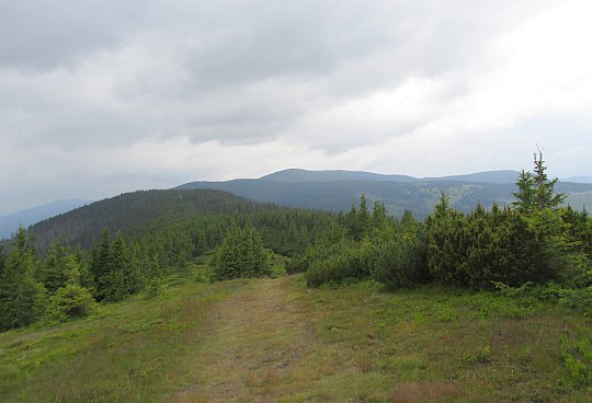 Widok z grzbietu Andrejcovej na zachód.