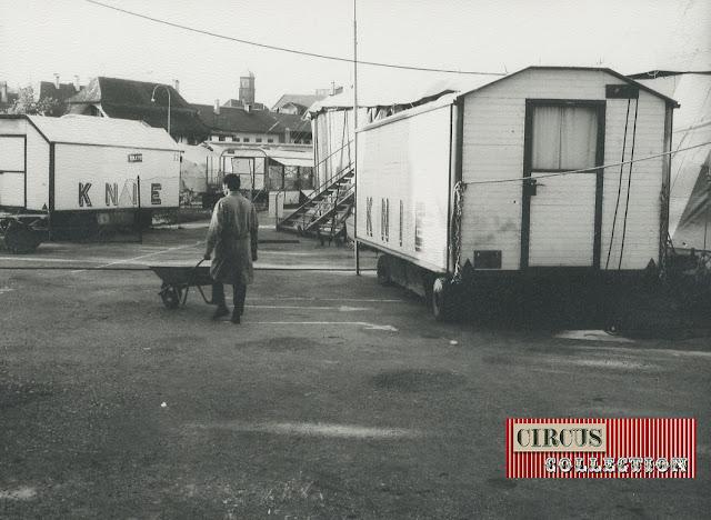 Roulottes loge du Cirque National Suisse Knie  1970