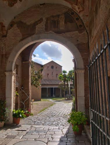 Una passeggiata nel verde: l'Abbazia delle Tre Fontane, la sorgente delle Acque Salvie - Visita guidata Roma