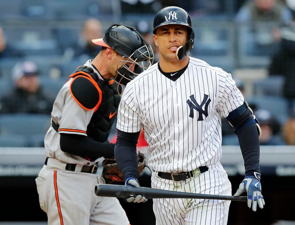 Stanton bateó dos jonrones para que los Yankees derrotaran a  Medias Rojas