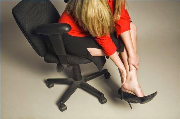 O melhor é evitá-los de todo (esse mal acontece bastante em calçado que até  é de couro, mas de fraca qualidade). Porém, se aconteceu um engano, ... 54c1458704