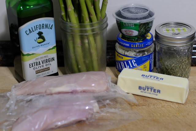 The ingredients needed to make the garlic and herb chicken with asparagus recipe