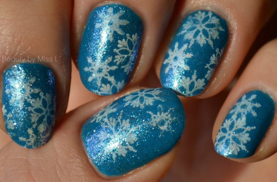 winter manicure, blue white nails, nail art stamping,