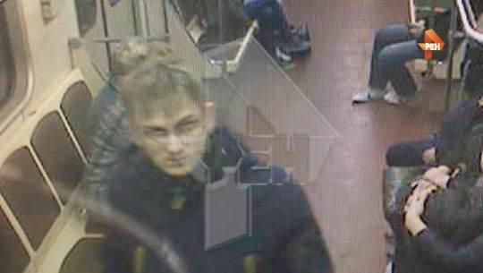 Маніяк гвалтує жінок у московському метро