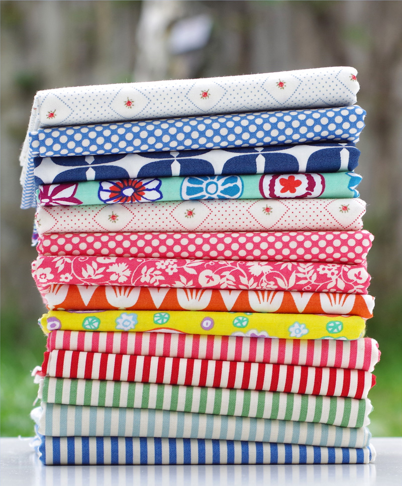 Sunday Stash #407 Basically Basics Bundle | © Red Pepper Quilts 2017