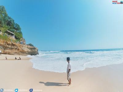 Pantai Banyu Tibo Pacitan Mari Ngetrip