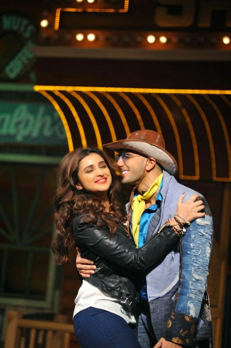 Ranveer Singh Kisses Parineeti Chopra