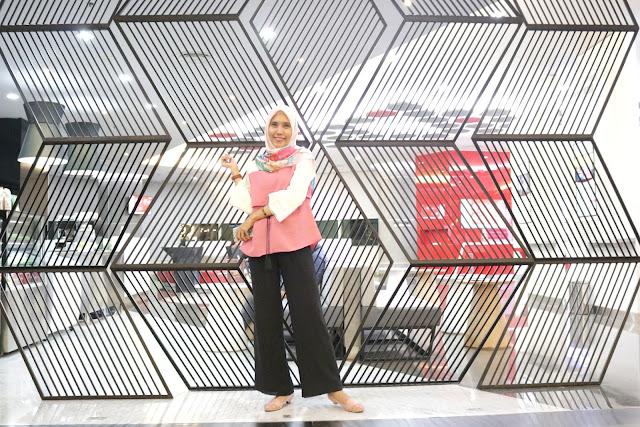 Gerai Telkomsel di Pondok Indah Mall Jakarta