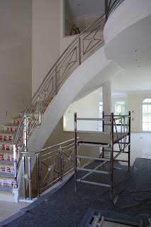 Stuck Belz Treppenhaus Treppenlauf mit Stuck und Edelstahl