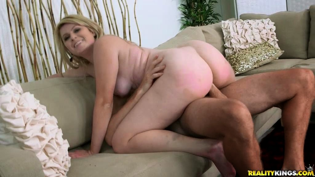 Daisy In Milf Thong Hunters 36