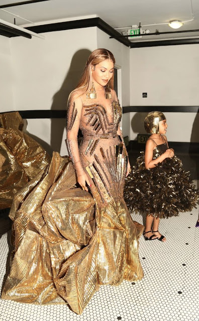 It took 35 workers about 10 days to complete the custom dress Beyonc? wore to Wearable Art Gala