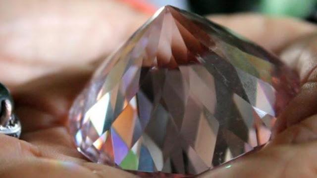 Yuk Intip ! Ini Penampakan Berlian Kakek Berpangkat Mayor yang Dilelang Seharga 7 Triliun !