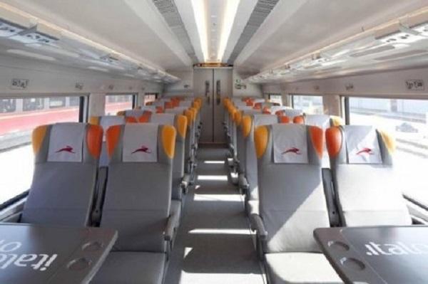 Trens da Itália na área interna