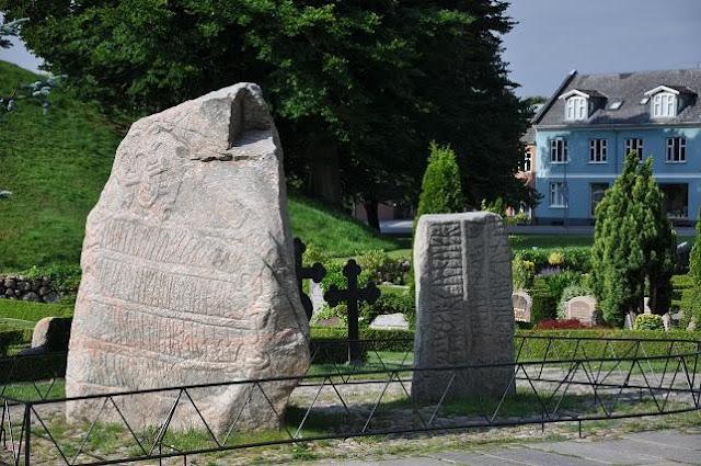 Kamień runiczny w Jelling