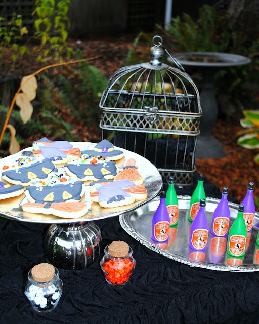 Halloween-dessert-table-party-inspiration-Halloween-cookies- Halloween-bubbles