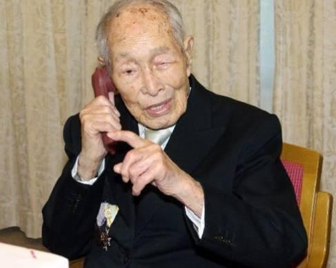 gambar Sakari Momoi pemegang rekor manusia tertua di dunia tahun 2014