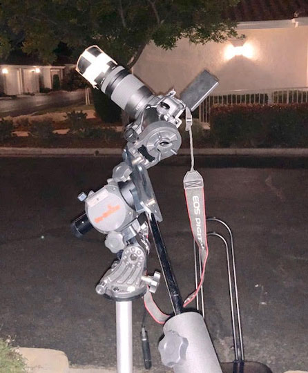 Lightweight tracking mount with DSLR pointing to Sirius (Source: Palmia Observatory)