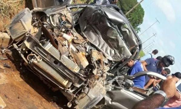 Homem sobrevive a grave acidente, após colidir traseira de ônibus