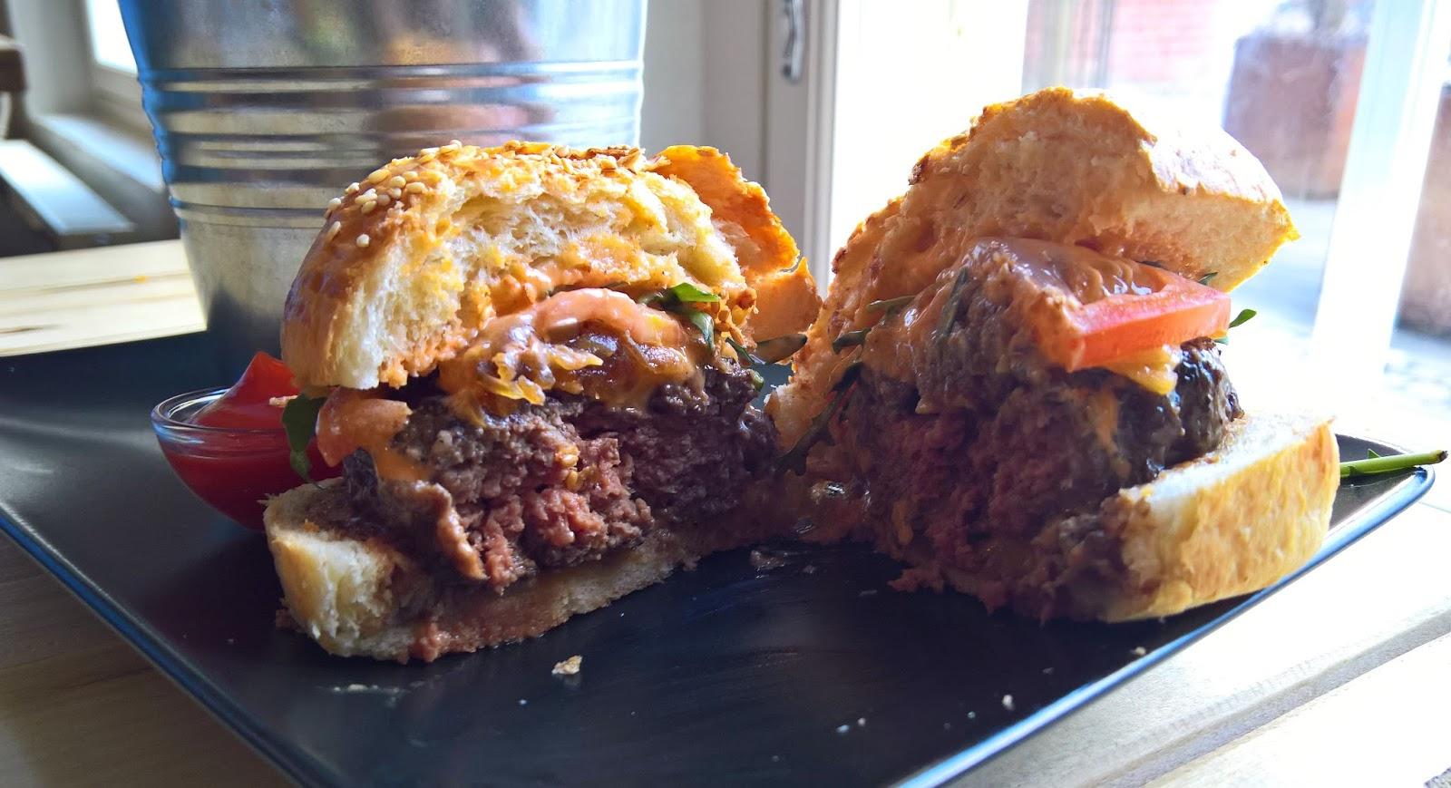 Jyväskylä hampurilaistesti hampurilainen burger Le Qulkuri mallaspulla